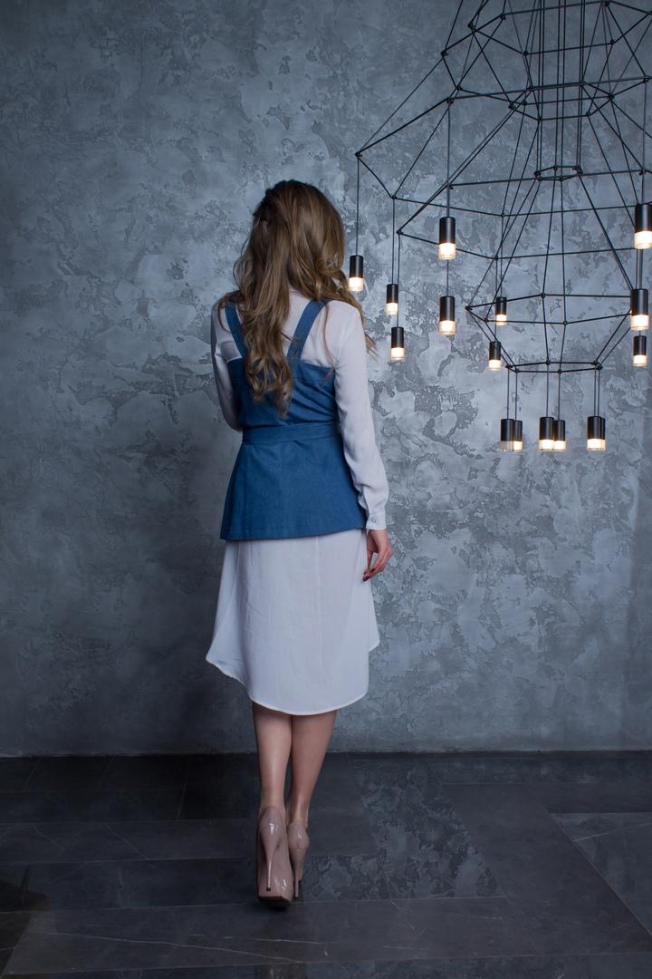 Carrie Bradshaw джинсовый жилет на бретелях