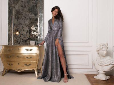Красотка Тина блестящее, серебряное платье в пол с разрезом и вырезом